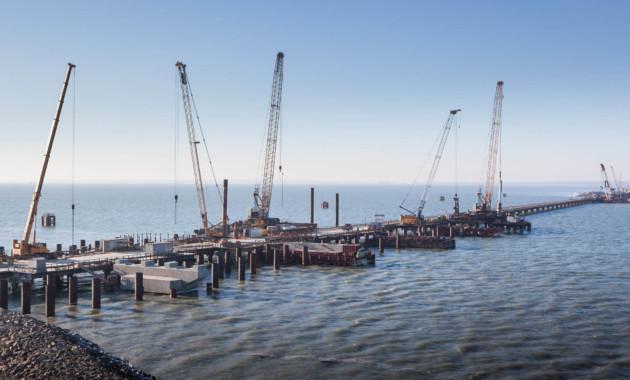 Росавтодор: установлена уже половина свай моста в Крым