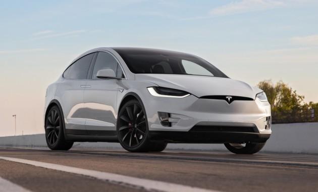 Будущее автономное вождение Tesla будет создавать Крис Лэттнер