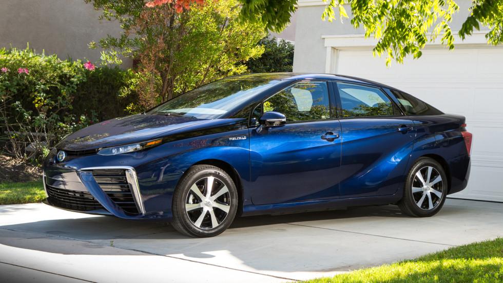 На фото: Toyota Mirai