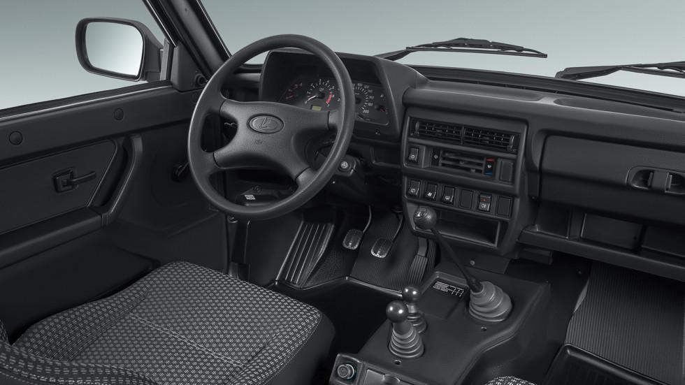 На фото: салон текущей версии Lada 4x4
