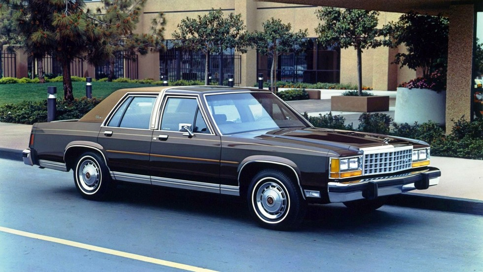 На фото: Ford LTD Crown Victoria '1983–87