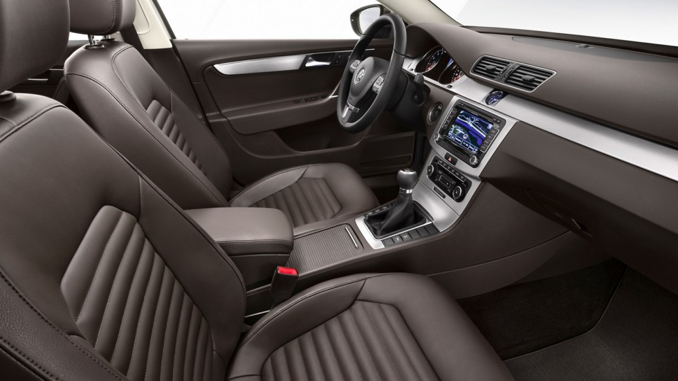 На фото: Интерьер Volkswagen Passat TSI (B7) '2010–14