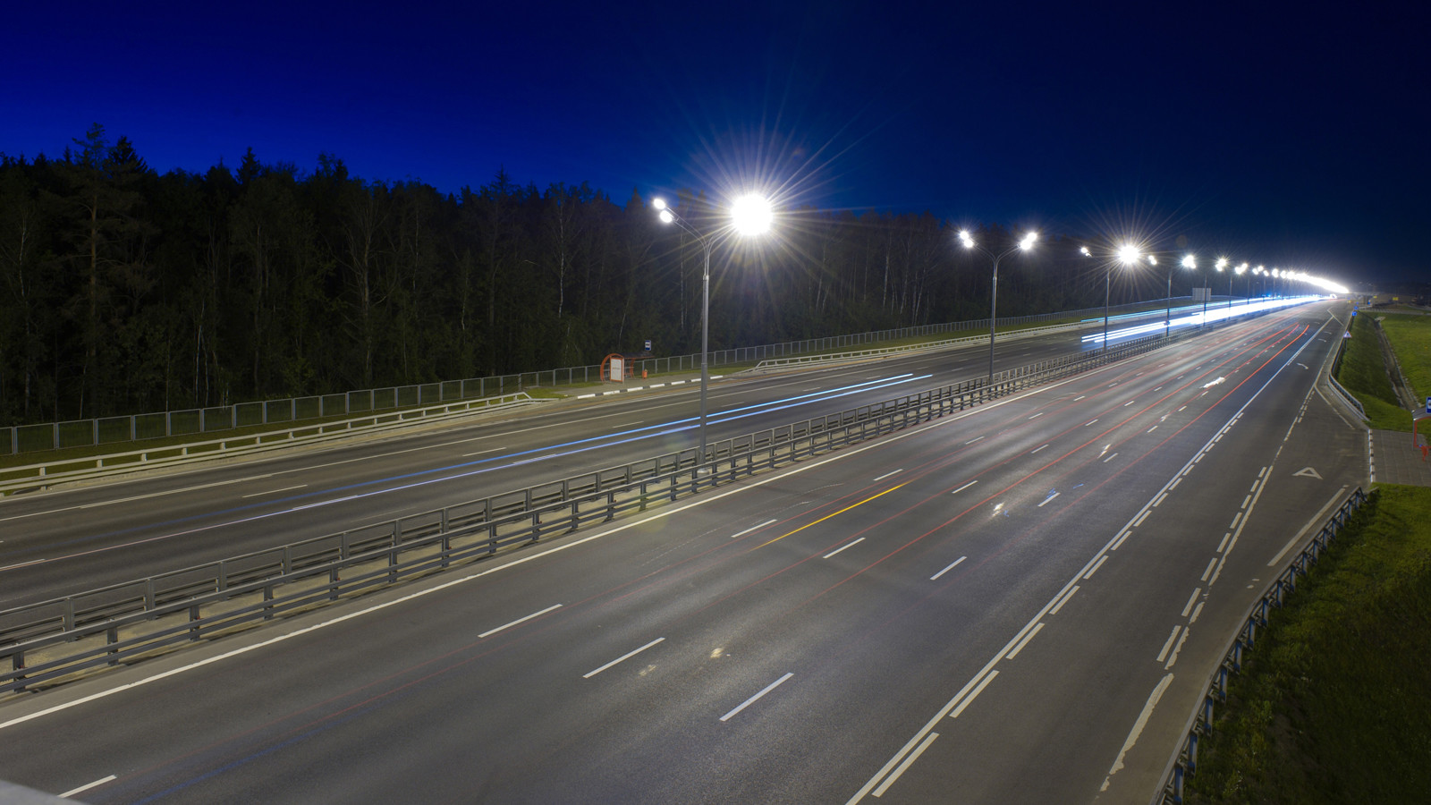 Светящееся втемноте дорожное покрытие задумали опробовать в РФ