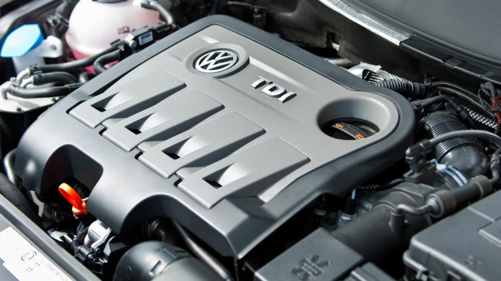 На фото: Под капотом Volkswagen Passat '2010–15