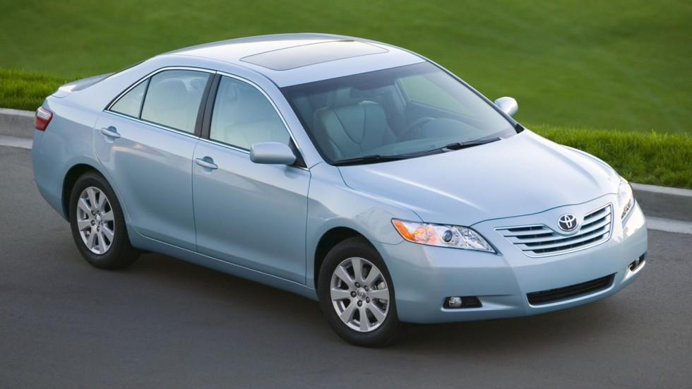 На фото: Toyota Camry XLE '2006–09