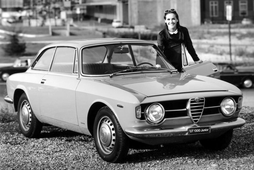 На фото: Alfa Romeo Giulia GT 1300 Junior 1966–68