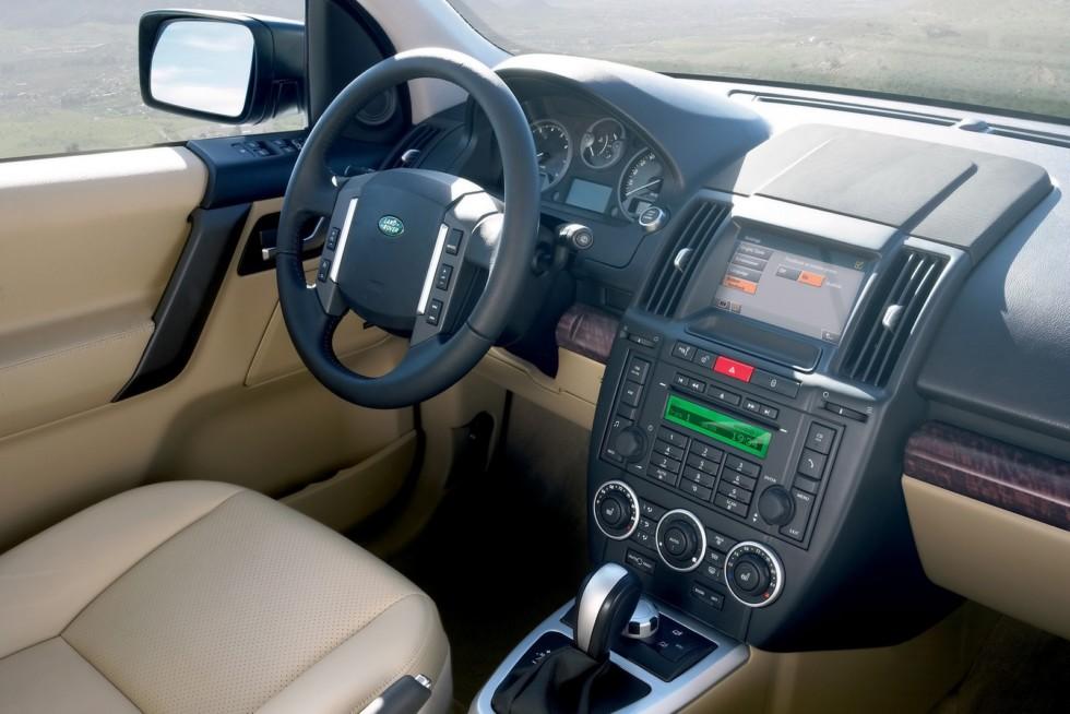 На фото: интерьер Land Rover Freelander II