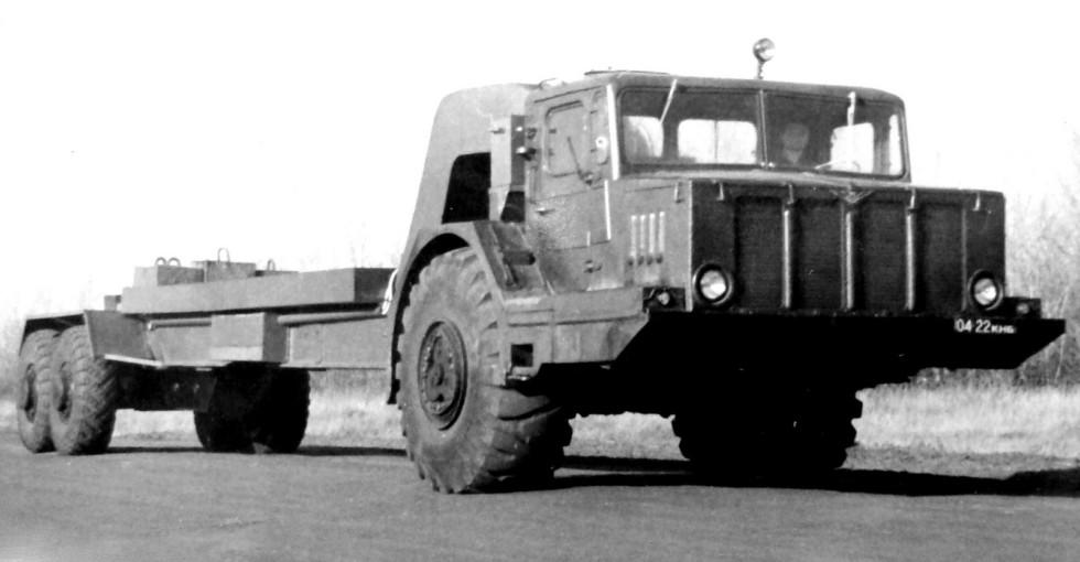 Дорожные испытания тягача КЗКТ-4Э932 с электроприводом колес полуприцепа