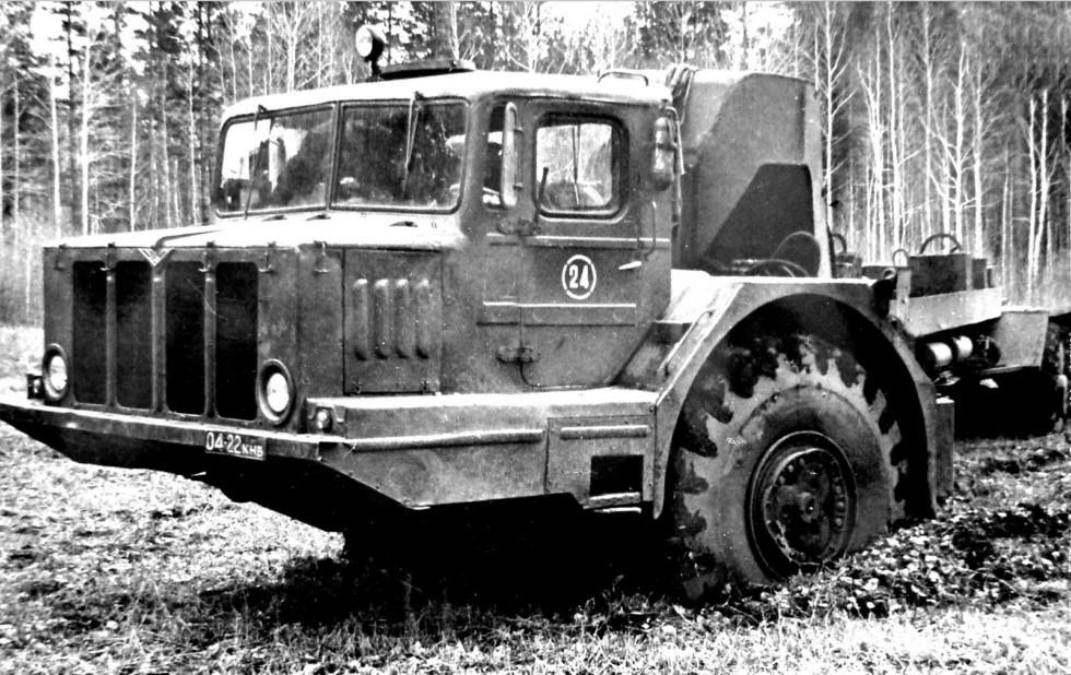 Второй опытный образец тягача «Зауралец-932А» с электрической трансмиссией