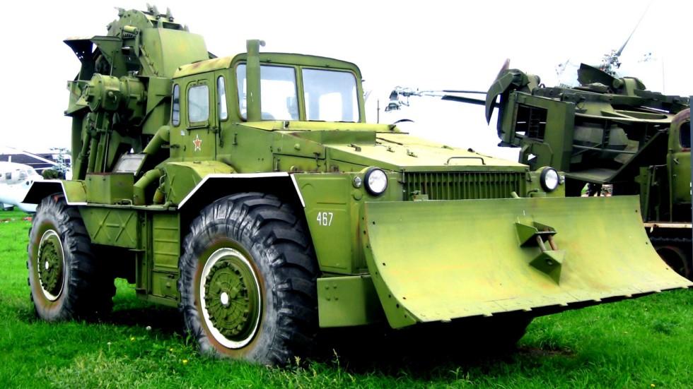Специальное шасси КЗКТ-538ДК с экскаваторным оборудованием (фото К. Дунаева)