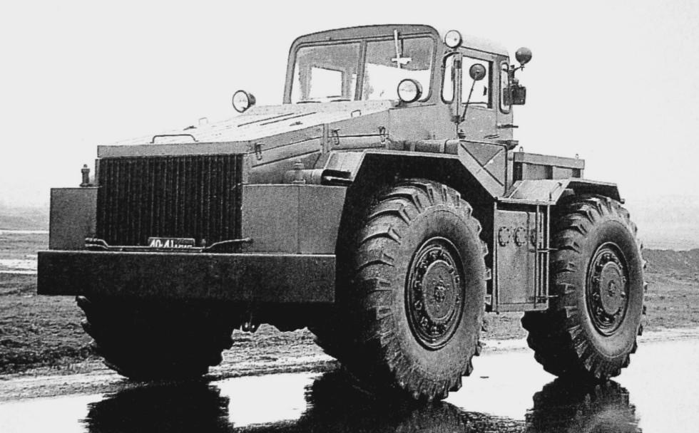 Инженерный тягач МАЗ-538 (ИКТ-С) для монтажа рабочего оборудования (из архива МЗКТ)