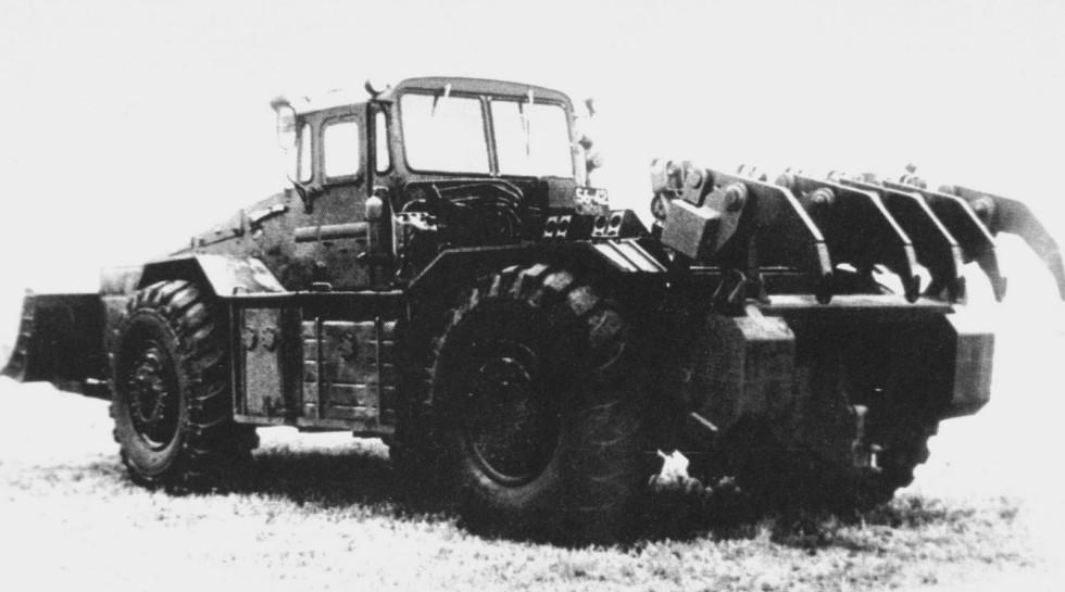 Машина БКТ-РК2 с задним рыхлителем-корчевателем и передним отвалом