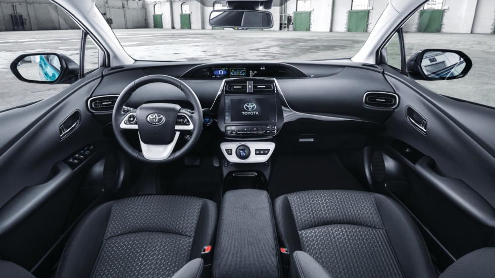 Интерьер Toyota Prius Plug-in Hybrid