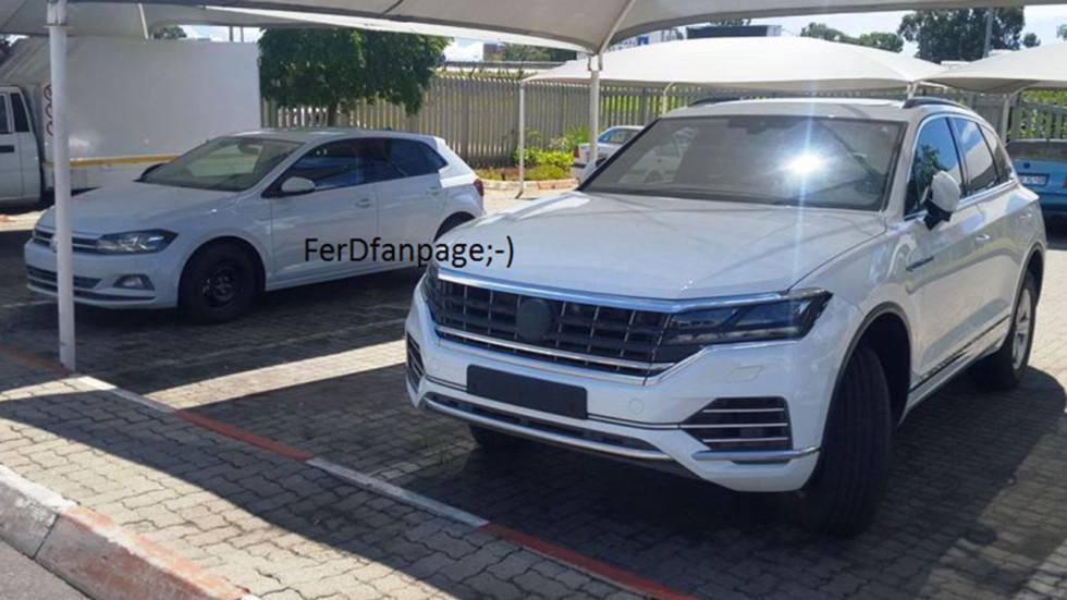 Рядом с Туарегом припаркован новый VW Polo