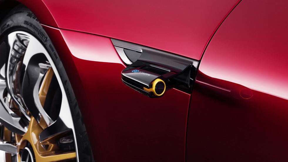 """""""EQ Power +"""" на камере заднего вида говорит о том, что перед нами сверхпроизводительный автомобиль. Концепт стал второй моделью после формульного болида, которая получила этот бейдж"""