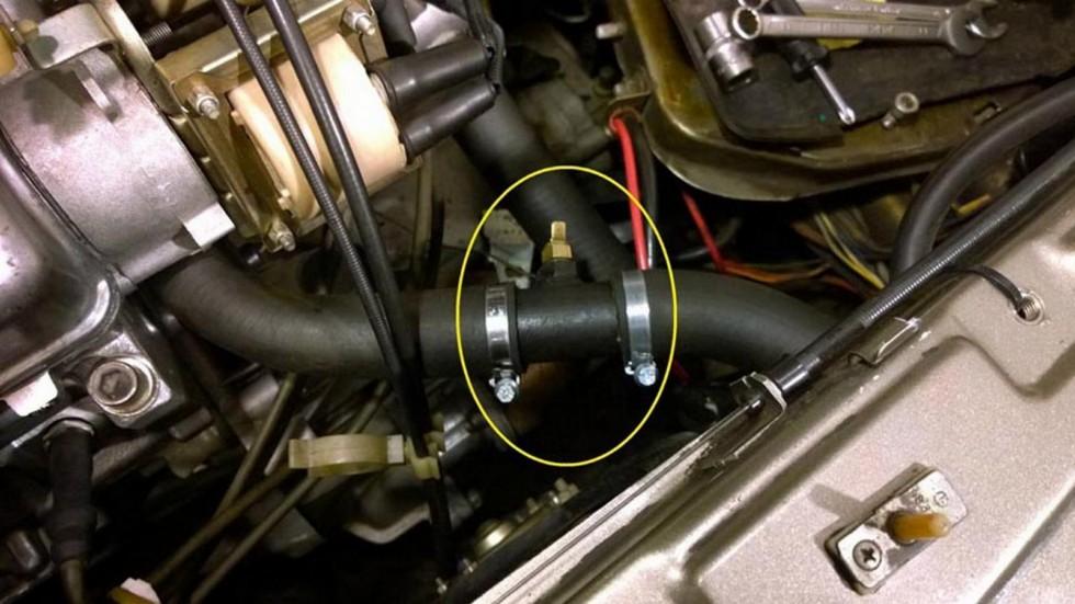 Термопредохранитель встроен в верхний патрубок радиатора. Фото: Евгений Карпунин