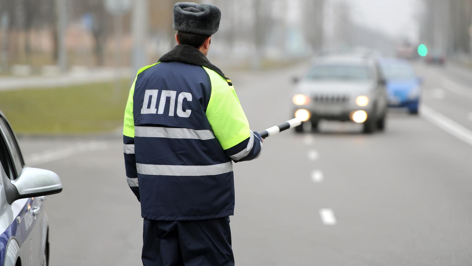 Водителей, пристегивающих документы кмашине, будут облагать штрафом