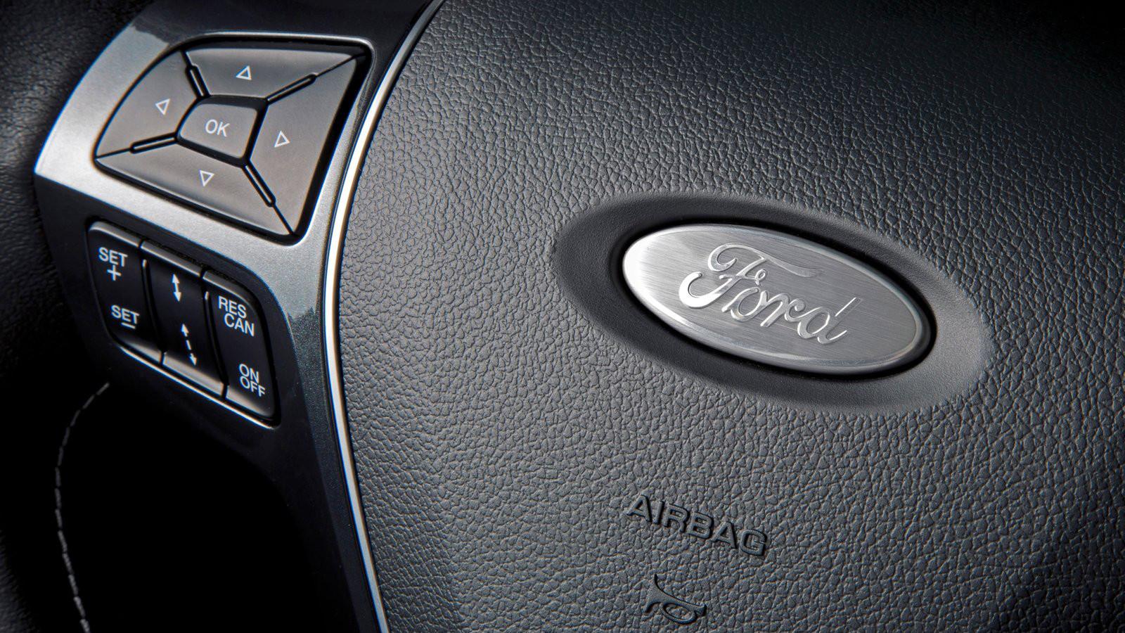 Форд наймет служащих BlackBerry для разработки интернет-технологий для авто