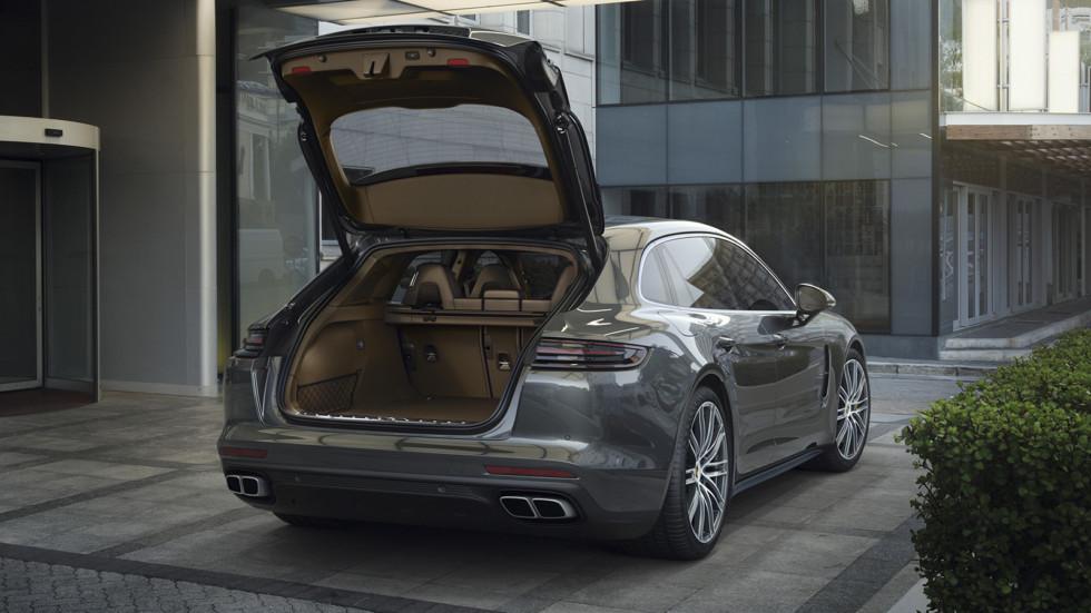 Дверца багажника действительно большая. Объём - 520 литров (у гибридной модификации - 425 литров) - на 20 литров больше, чем у седана