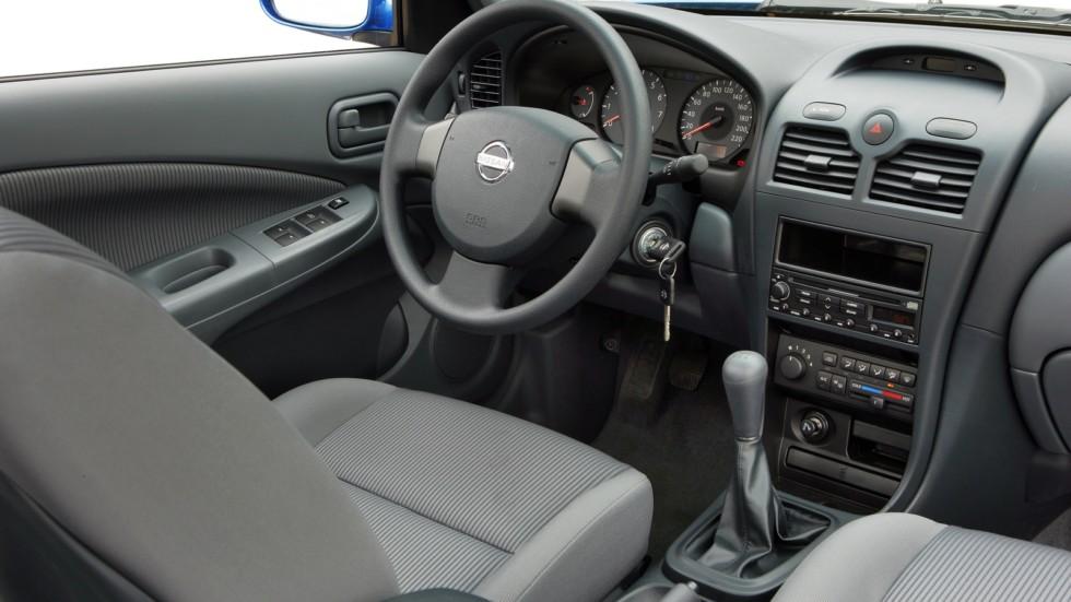 На фото: Торпедо Nissan Almera Classic '2006–12