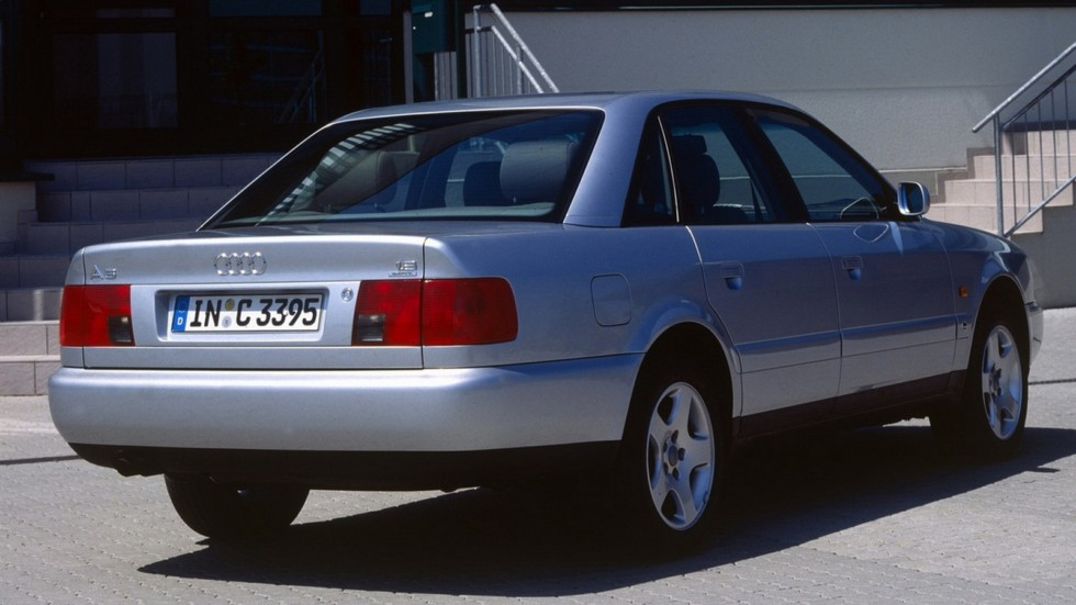 На фото: Audi A6 C4 quattro 1994–97