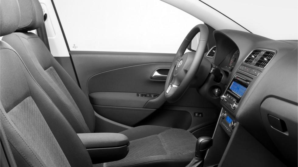 На фото: интерьер Volkswagen Polo Sedan '2010–15