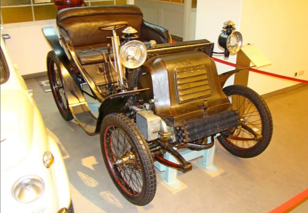 Переднеприводный автомобиль австрийской фирмы Graef. 1900 год (фото автора)