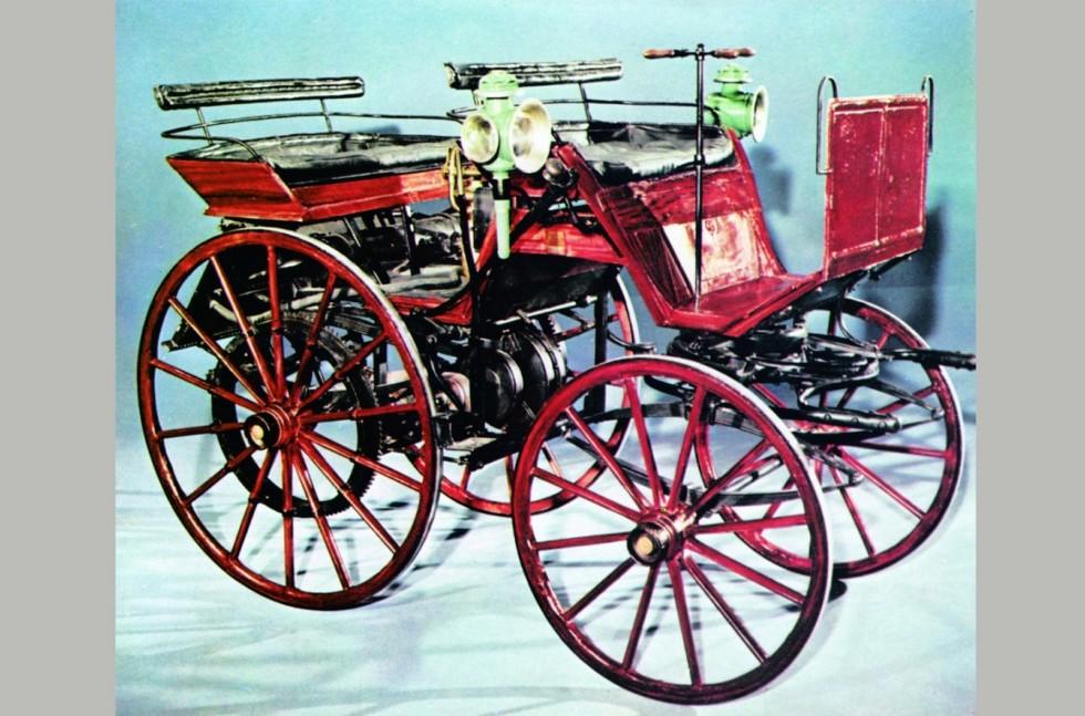 Первый в мире четырехколесный автомобиль Готлиба Даймлера. 1886 год