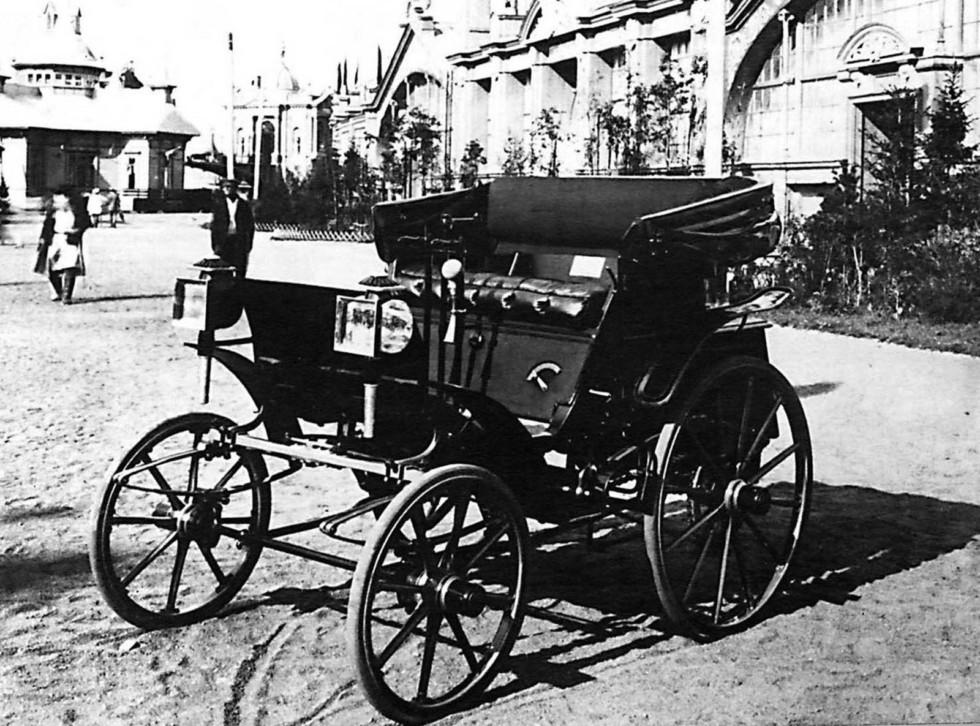 Первый русский автомобиль Е. А. Яковлева на Нижегородской ярмарке. 1896 год