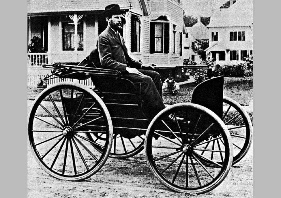 Первый американский моторный экипаж Чарльза Дюреа. Фото 1896 года