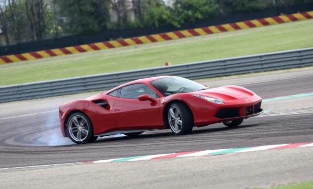 Феррари выпустит 700-сильный спорткар синдексом 488 GTB