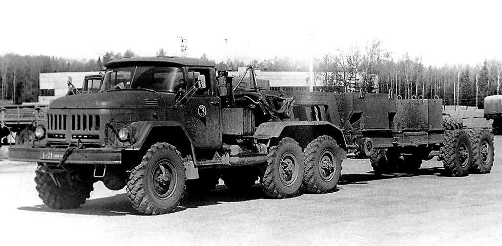 Испытания автопоезда ЗИЛ-137 с коротким полуприцепом ЗИЛ-137А (из архива НИИЦ АТ)