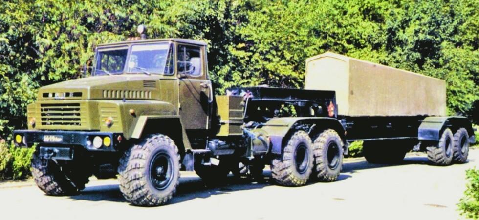 300-сильный тягач КрАЗ-260Д с активным полуприцепом-шасси МАЗ-9382