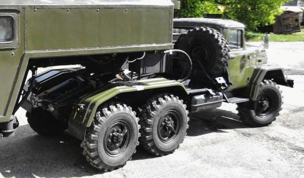 Специальный седельный тягач ЗИЛ-137Т из состава активного автопоезда ЗИЛ-137