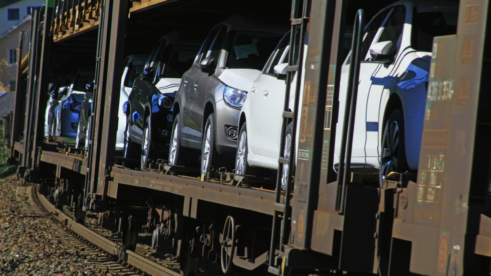 Car transport on freight wagons