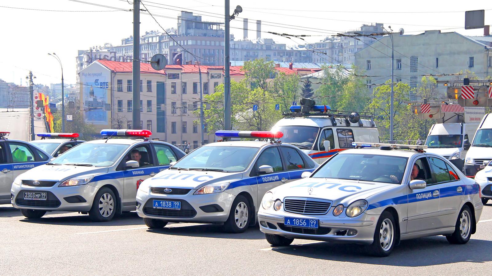 Водителей припугнули лишением прав занепропуск авто смигалкой
