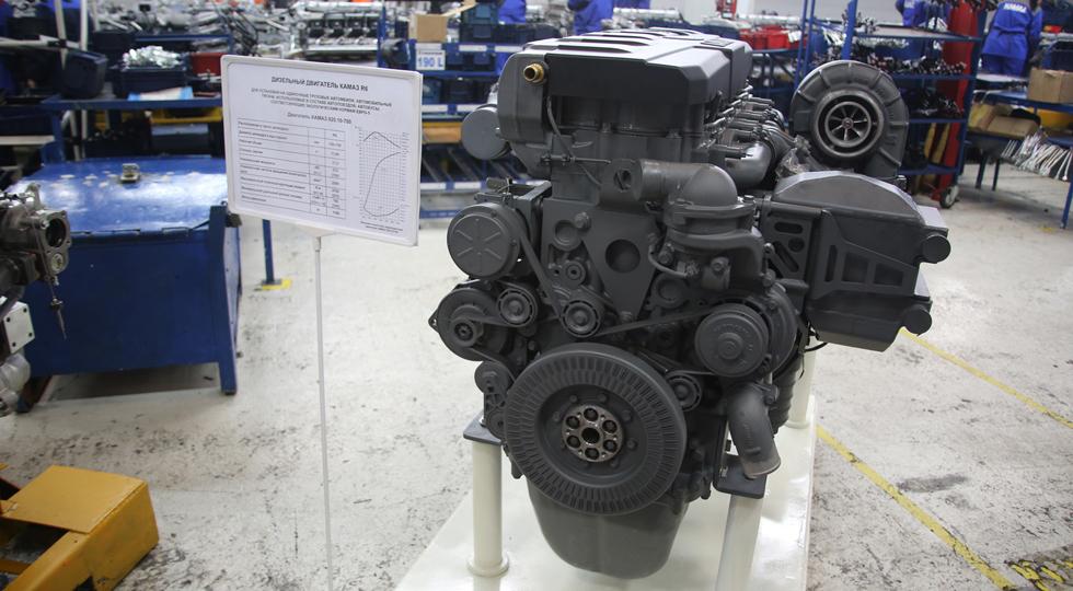 На фото: макет нового дизельного двигателя Р6
