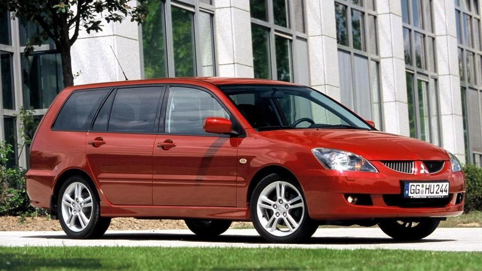 На фото: Mitsubishi Lancer Wagon '2003–2005