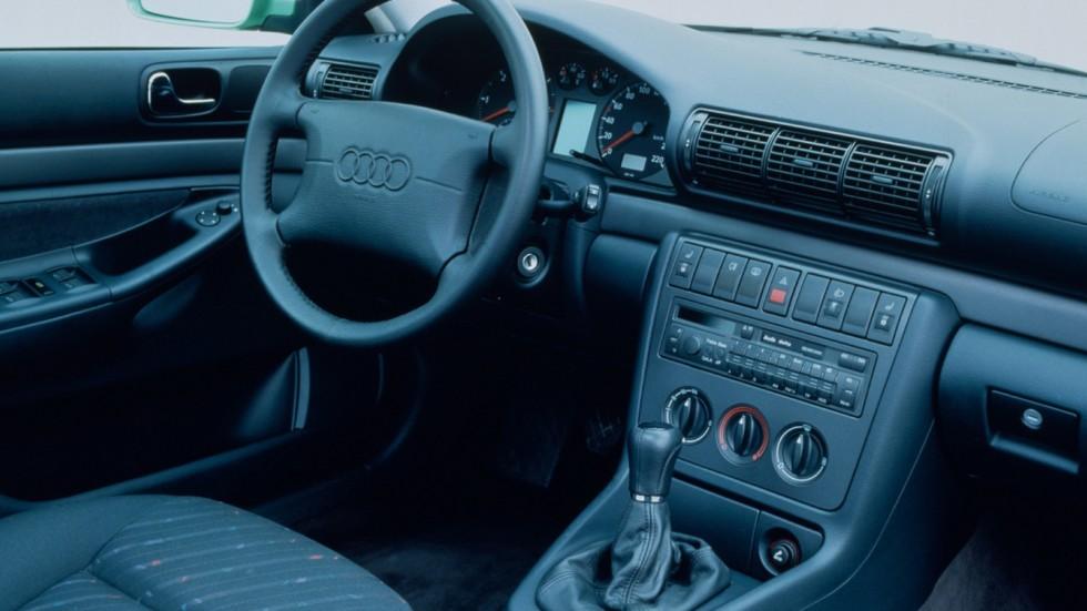 На фото: Торпедо Audi A4 Avant (B5,8D) '1995–2001