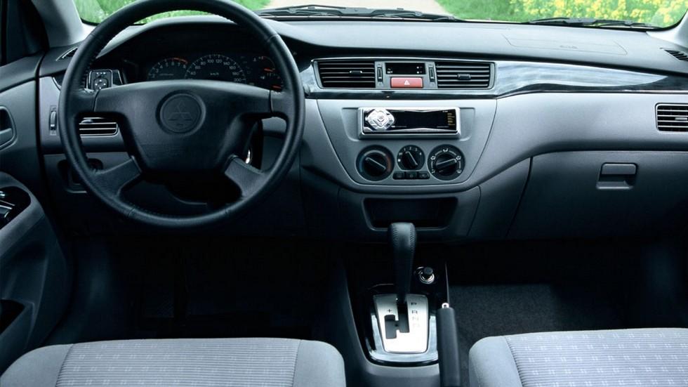 На фото: Торпедо Mitsubishi Lancer '2003–2005