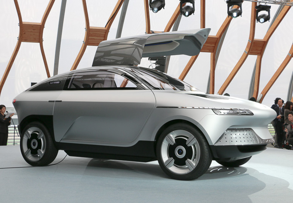 Японцы создали концептуальный автомобиль электрокара AKXY с«крыльями чайки»