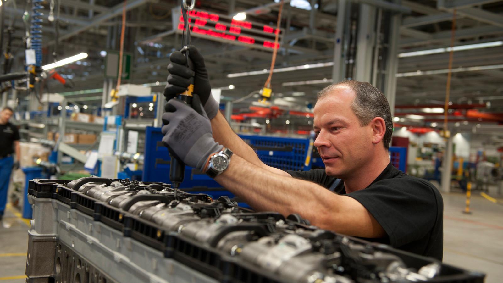 Daimler получит налоговые льготы после возведения завода в РФ