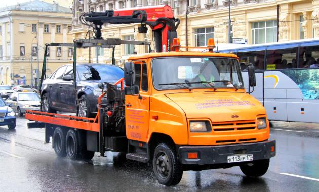 Генпрокуратуру попросили проверить законность эвакуации машин без номеров в столице