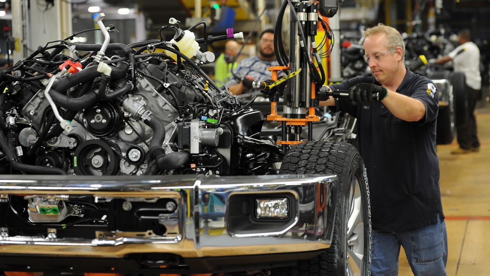 Форд  собирается сократить  до20 000 рабочих повсей планете