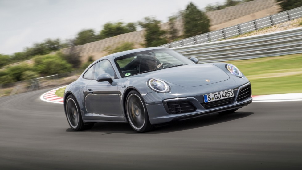 На фото: Porsche 911 Carrera 4 Coupe '2015–н.в.