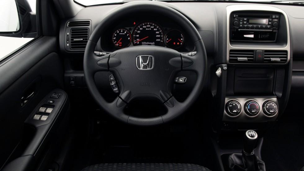 На фото: Торпедо Honda CR-V '2005–06