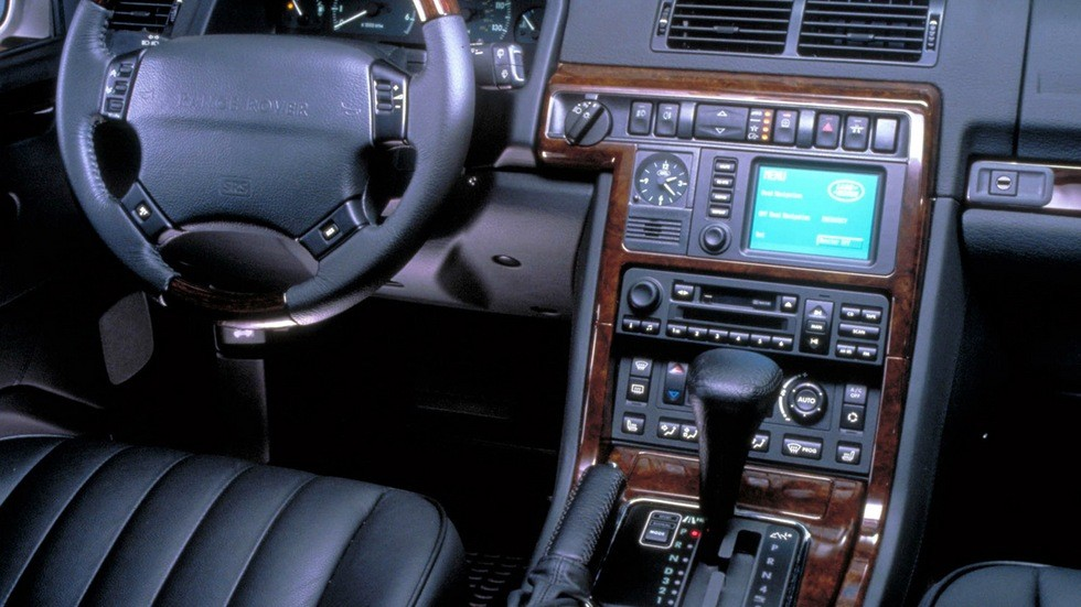 На фото: Торпедо Range Rover '1994–2002