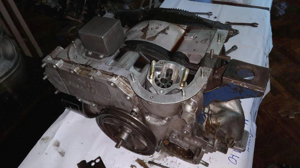 Двигатель ВАЗ-311 в разобранном состоянии