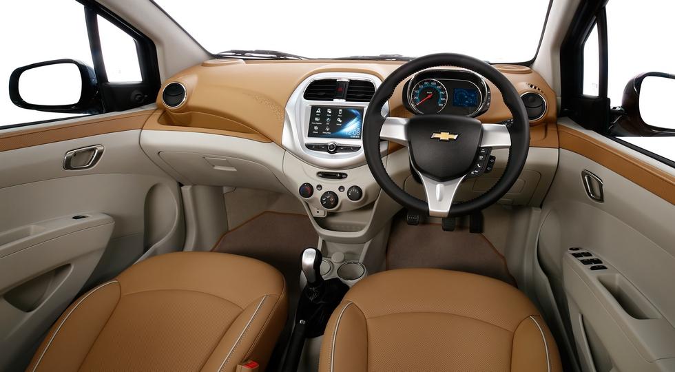 На фото: интерьер концепта Chevrolet Essentia