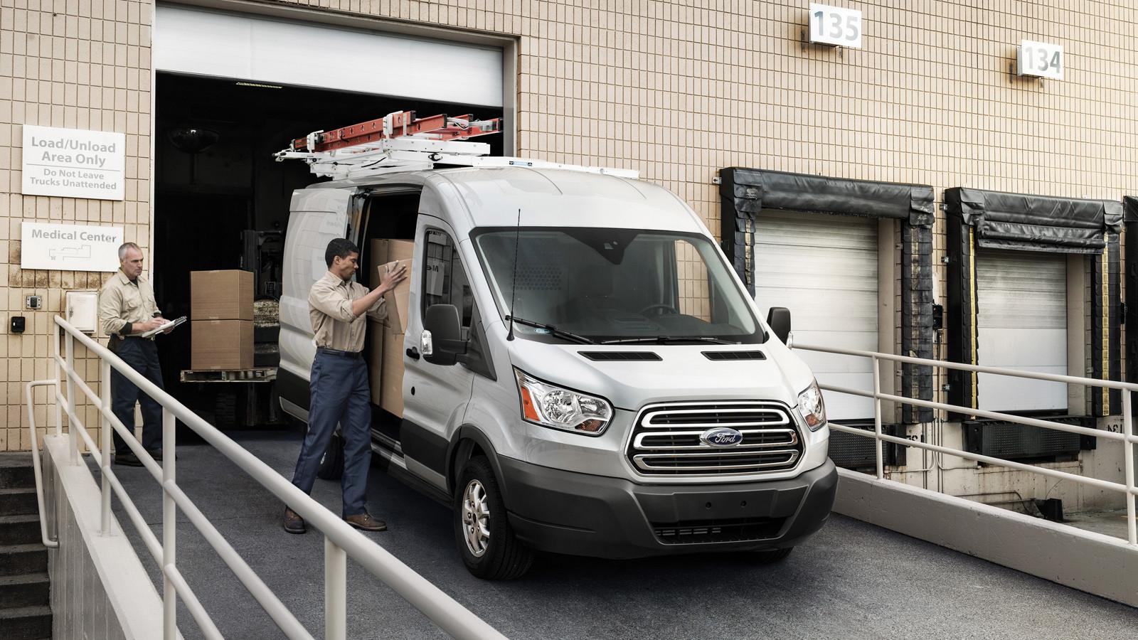 Форд Transit доступен вверсии полной массы 2499кг